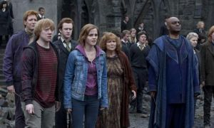 HARRY POTTER AND THE DEATHLY HALLOWS PART 2 Hogwarts Rubble