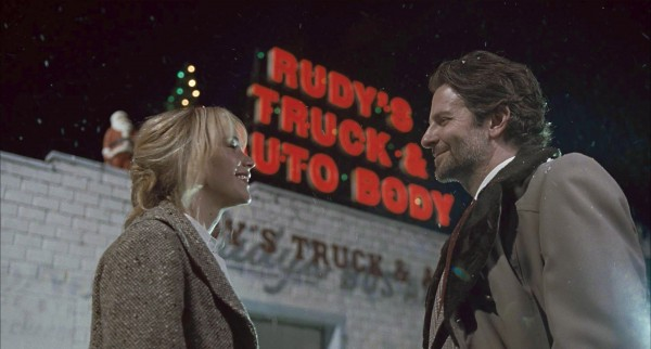 joy-jennifer-lawrence-bradley-cooper-600x322