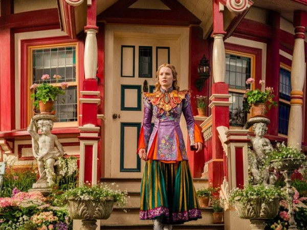 alice-through-the-looking-glass-mia-wasikowska-image-600x450